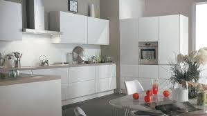 plan de travail cuisine blanche 02bc000007392203 photo cuisine blanche mur taupe plan de travail