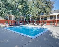 Hotels Next To Six Flags Over Texas Quality Inn At Arlington Highlands 121 East I 20 Arlington Tx