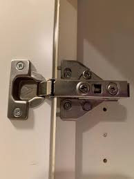 how to replace cabinet hinges anyone what brand of cabinet hinge has a v on it i ve