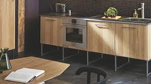 pied cuisine ikea cuisine moderne en bois meubles plan de travail côté maison