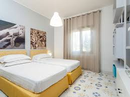 sorrento center town 2 bedroom flat two bathrooms kitchen