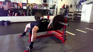 bench press tip elbows tucked vs elbows flared