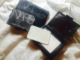 Bedak Nars the diary of a junkie glowing skin with illuminating