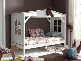 cabane chambre chambre d enfant dans mon lit cabane plumetis magazine