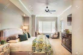 chambre de maitre meublé chambre de maître dans la nouvelle maison de luxe banque d