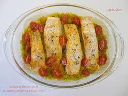 cuisiner pavé de saumon au four saumon au four sur lit de carottes courgettes et tomates