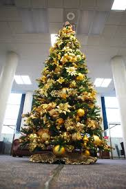 perfect how to decorate a christmas tree in golden theme on home