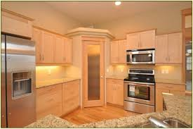 maple cabinet kitchen ideas maple cabinet kitchen pantry livingurbanscape org