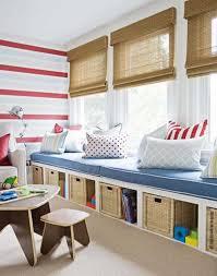 stauraum kinderzimmer idee für eine leseecke im kinderzimmer mit sitzbank die