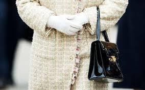queen handbag the secret behind queen elizabeth s purse reader s digest