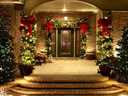 lights and garland with bows around the pillars