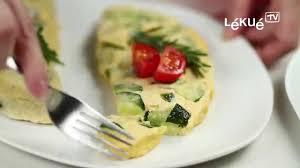 cuisiner le poivron vert lékué tv omelette recette omelette au poivron vert oignon