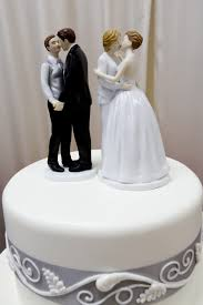 wedding cake bakery former oregon bakery owners must pay 135 000 for denying