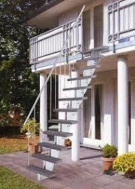 balkon mit treppe außentreppe stahl gartentreppe außen treppen garten haus