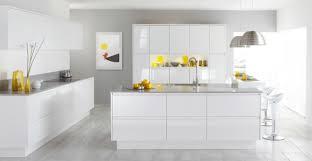 cuisine blanche et mur gris 53 variantes pour les cuisines blanches