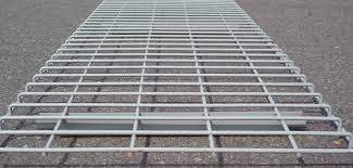 describe features and types of wire mesh decking