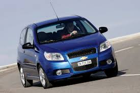 chevrolet aveo hatchback 2008 2011 driving u0026 performance parkers