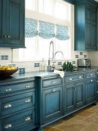 repeindre cuisine peinture bois meuble cuisine cuisine de couleur bleu foncac