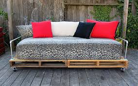 small friendly daybed delight