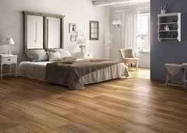 carrelage dans une chambre carrelage imitation parquet bois chaleureux barrique house