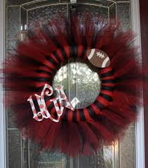 this is made with 1 spool of each blk and red tulle tied around a