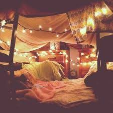 Blanket Fort Meme - 20 dorm rooms you wish were yours blanket forts tents and forts