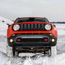 jeep renegade trailhawk orange off road in the snow with jeep