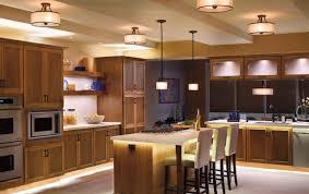 luminaire de cuisine suspendu decoration luminaire cuisine idées plafonniers les suspendues