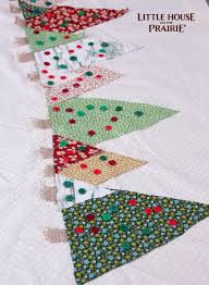 make christmas table runner sew a table runner images table decoration ideas