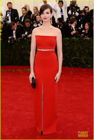 anne hathway tits anne hathaway flashes midriff in red hot dress at met ball 2014