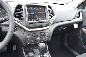 jeep cherokee sport white new 2017 jeep cherokee sport utility in pekin 1726966 uftring