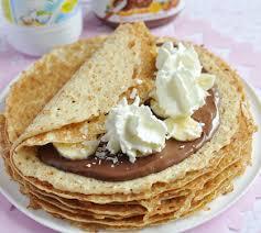cuisiner des crepes crêpes au chocolat banane et chantilly envie de bien manger