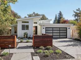 Patio Home Vs Townhouse Best 25 Front Courtyard Ideas On Pinterest Contemporary Fencing
