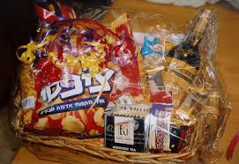 purim gifts mishloach manot the laws of sending food gifts on purim