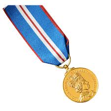 golden jubilee diamond size comparison queens golden jubilee medal full size made in britain amazon co