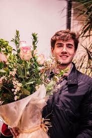 Flower Bouquets For Men - guys buying flowers on valentine u0027s day instyle com