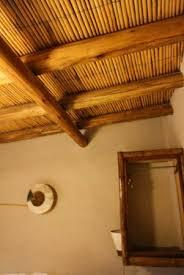 isolation plafond chambre le plafond des chambres avec isolation thermique en roseaux creux