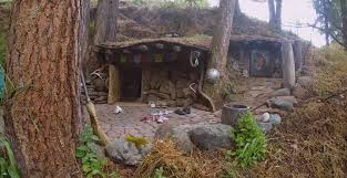 real hobbit house man s real life hobbit house looks like it came from the shire