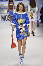 moschino pays homage looney tunes u0027 hip hop fall