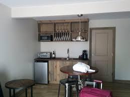 chambre avec suisse chambre industrielle 7 cuisinette avec four micro ondes four