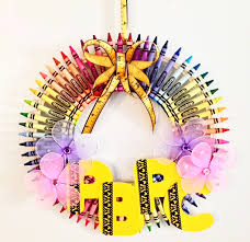 crayon wreath for under 25 perfect for a teacher or daycare