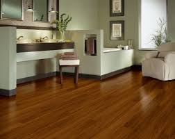 what s the difference between vinyl flooring and laminate flooring