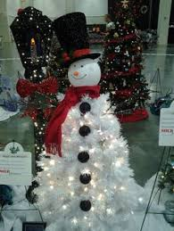 the white tree snowman and the l post together