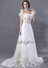 robe de mari e original robe de mariee originale avec bustier plume d autruche et baleine