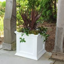 Self Watering Patio Planters by Ad Mayne 5825w Fairfield Patio Planter White 20 Inch Patio