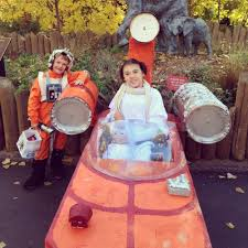 amazing halloween costumes family builds amazing halloween costumes around 12 year old u0027s