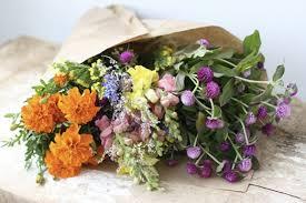 fresh cut flowers 8 tips that ll keep cut flowers looking fresh moody mooch