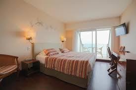 hotel avec dans la chambre en bretagne l hotel de la plage vous propose également ses chambres vue sur mer