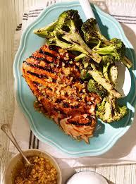 recette cuisine poisson saumon grillé au miso et condiment à l arachide et au gingembre rôti