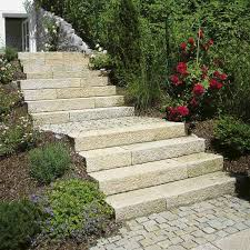 garten treppe gartenstufen blockstufen blockstufe granit stufen garten